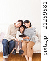 家族 人物 タブレットの写真 21259581