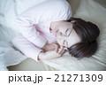 眠っている女性 21271309