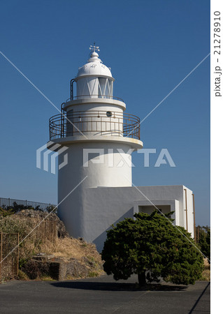 白いタイル張りの灯台、伊豆半島最南端の石廊埼灯台、静岡県 21278910