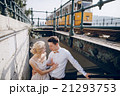 電車 列車 カップルの写真 21293753