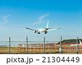 福岡空港 飛行機と滑走路 21304449