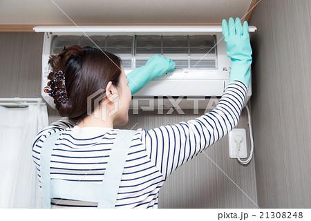 エアコン 女性 掃除 21308248