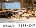 老朽化 住宅解体業者 家を壊す 半壊 建築物解体作業 木材 廃材 ぶっ壊す 日本建築  21334647