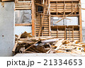 老朽化 住宅解体業者 家を壊す 半壊 建築物解体作業 木材 廃材 ぶっ壊す 日本建築  21334653