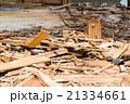 老朽化 住宅解体業者 家を壊す 半壊 建築物解体作業 木材 廃材 ぶっ壊す 日本建築  21334661