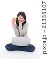 ネットでお金を稼ぐ女性 21335107