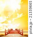 縦長 日本式 橋 木製 朱塗り 赤 夕景 雲 CG 21339665