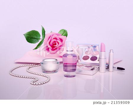 Cosmetics, set, on, lilac, backgroundのイラスト素材 [21359309] - PIXTA