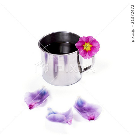 the steel mug decorated with a flower and petalsの写真素材 [21372472] - PIXTA