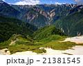 北アルプス・燕岳を行く登山者と裏銀座の山並み 21381545