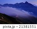 雲流れる残照の槍ヶ岳(燕岳から) 21381551