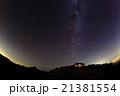北アルプス・燕岳の山小屋と北の星空 21381554