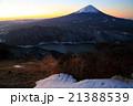 御坂山地・雪頭ヶ岳から未明の富士山と西湖 21388539