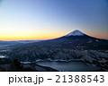 御坂山地・雪頭ヶ岳から明け方の富士山と西湖 21388543