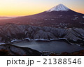 御坂山地・雪頭ヶ岳から黎明の富士山と西湖 21388546