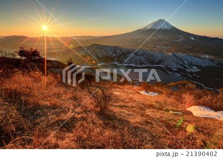 御坂山地・雪頭ヶ岳から見る朝日と富士山・西湖 21390402