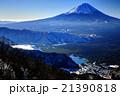 御坂山地・鍵掛峠付近から見る富士山と光る西湖 21390818
