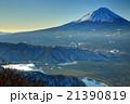 御坂山地・鍵掛峠付近から見る富士山と西湖 21390819