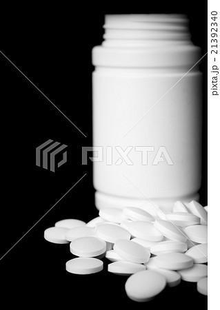 white pillsの写真素材 [21392340] - PIXTA