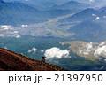 富士山の下山途中からみた富士吉田市街地 21397950