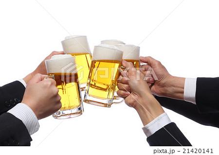 生ビールで乾杯の写真素材 [21420141] - PIXTA