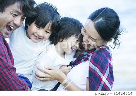 笑顔の親子 21424514