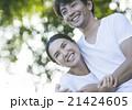 ペアルックの夫婦 21424605