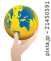 世界地図が投射されたハンドボールを持った手 ベクターイラスト 21450391