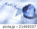 グローバルビジネス/ガラス製の地球とファイナンシャルチャート 21469207