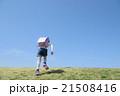 坂を登る小学生 21508416