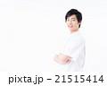 白衣の若い男性 21515414