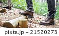 男性 散策 足元の写真 21520273
