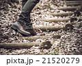 男性 散策 足元の写真 21520279