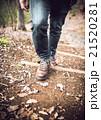 男性 散策 足元の写真 21520281