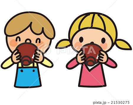 みそ汁を飲む子供 21530275