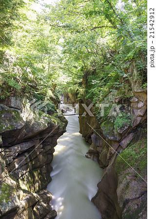 台風一過で増水している秋保大滝の下流に位置する秋保温泉入り口徒歩1分の磊々峡らいらい峡。豊富な水流 21542912