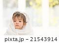 赤ちゃん バスタオル ポートレイトの写真 21543914