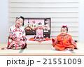ひな人形と女の子 21551009