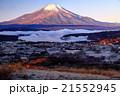 早朝の高指山から富士山と朝霧の山中湖 21552945