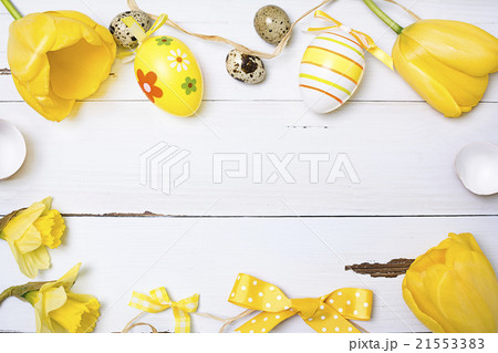 Vintage easter background with eggs and flowers.の写真素材 [21553383] - PIXTA