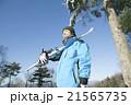 スキーをする20代男性 21565735
