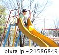 男の子 公園 外遊びの写真 21586849