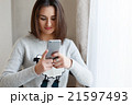 Youngsmiling woman chatting to her friends on the 21597493