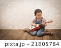 ギター 演奏 弾くの写真 21605784