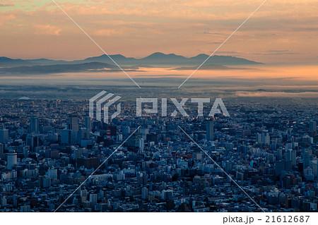 朝もやの札幌。9月。藻岩山より 21612687