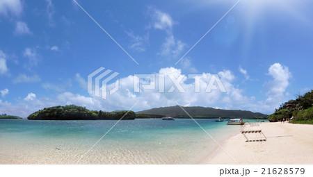 沖縄諸島にある石垣島の川平湾の浜辺Kabira Bay of Okinawa Island 21628579
