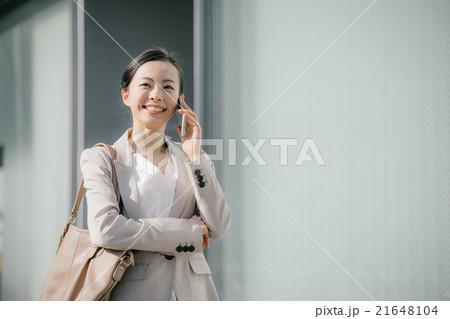 スマートフォン・ビジネスウーマン 21648104