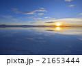ウユニ塩湖の朝陽 21653444