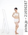 ダイエット 女性 鏡の写真 21656287