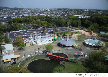 愛知県豊橋総合動植物公園(のんほいパーク)展望塔から見た遊園地エリア 21715009